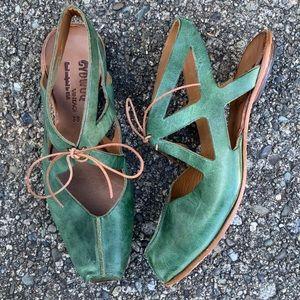 Cydwoq Dramatic Sandals Size 38 US 8 Green